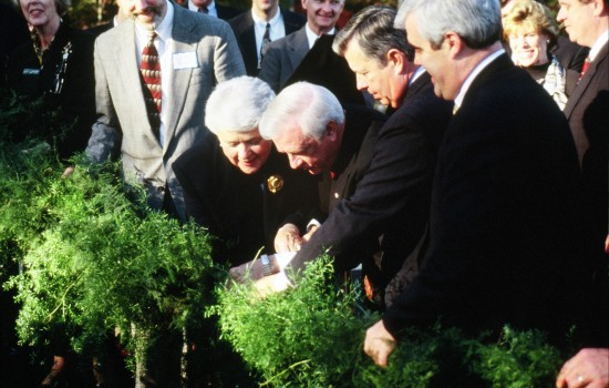 Governor James B. Hunt and Audrey Miller, a leader of the Olmsted/Olmstead Family Association, cut the garland dedicating the opening of Frederick Law Olmsted Way in 1998.